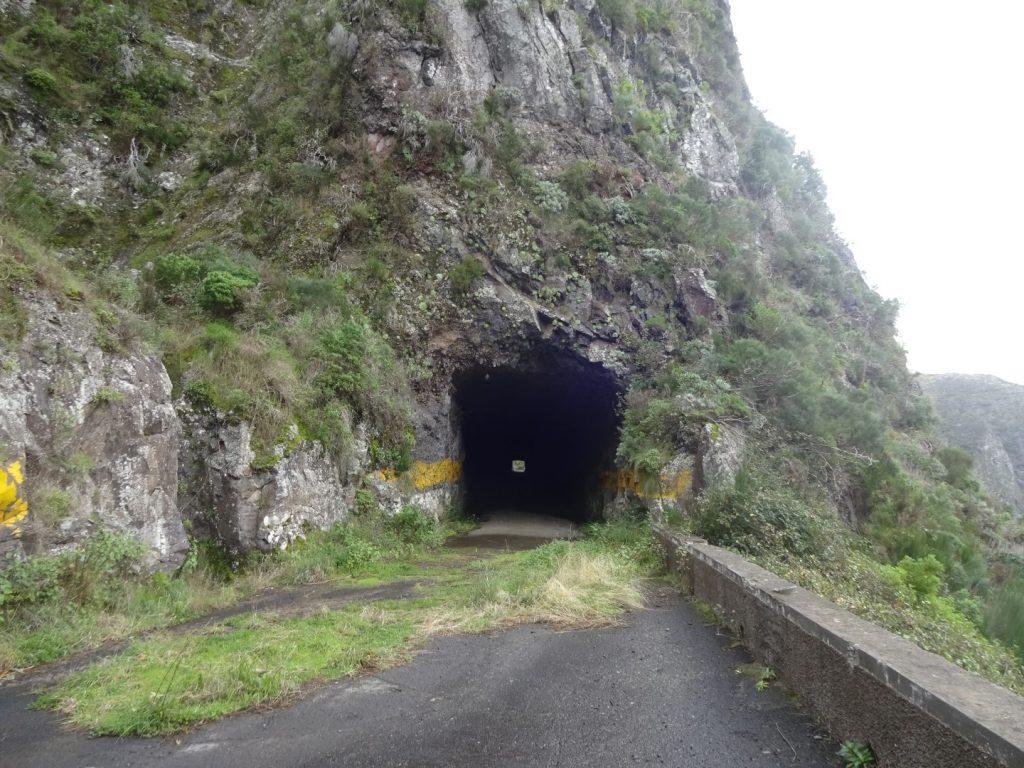 Grusel Tunnel dunkel Berg Curral das Freiras Madeira