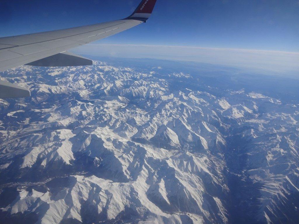 Pyrenäen von oben Blick Flugzeug Berge Schnee