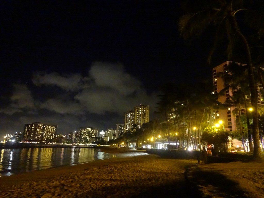 Waikiki Beach Strand Nacht Skyline Honolulu Oahu Hawaii