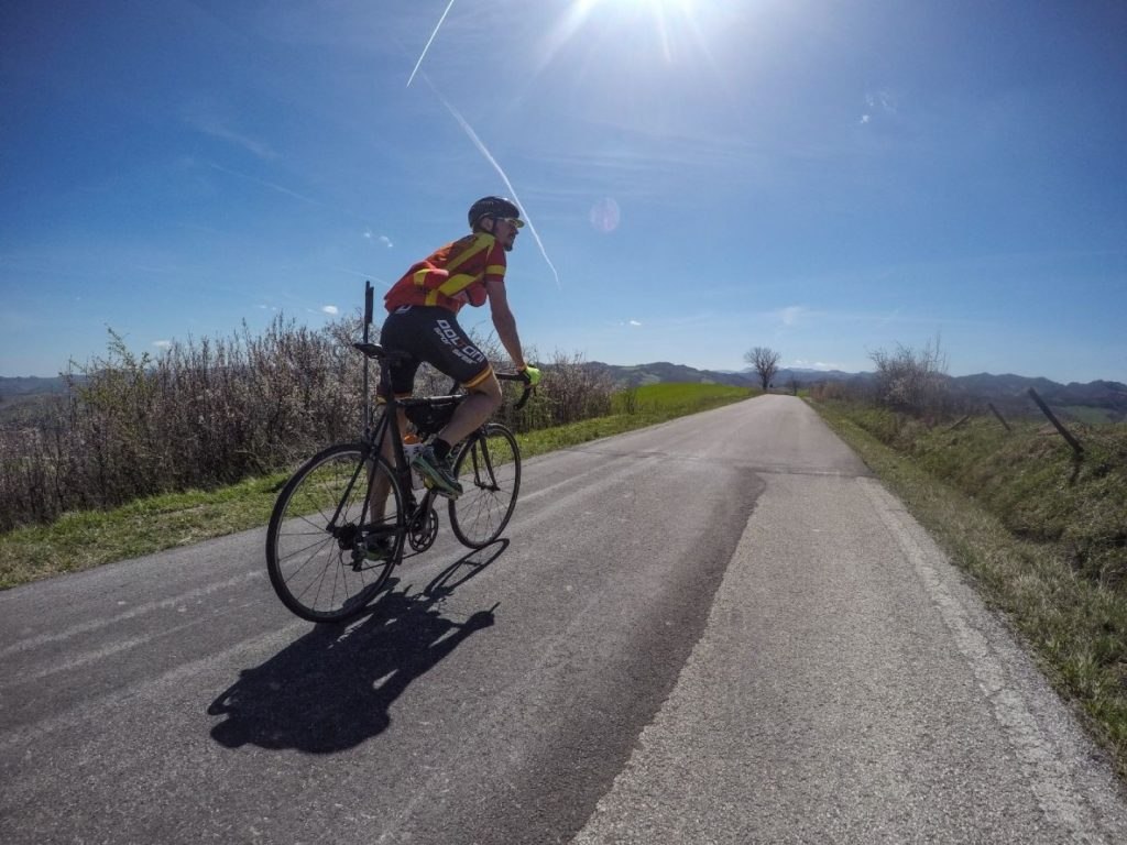 Radfahren Sonne Straße Hinterland Trainingslager Italien