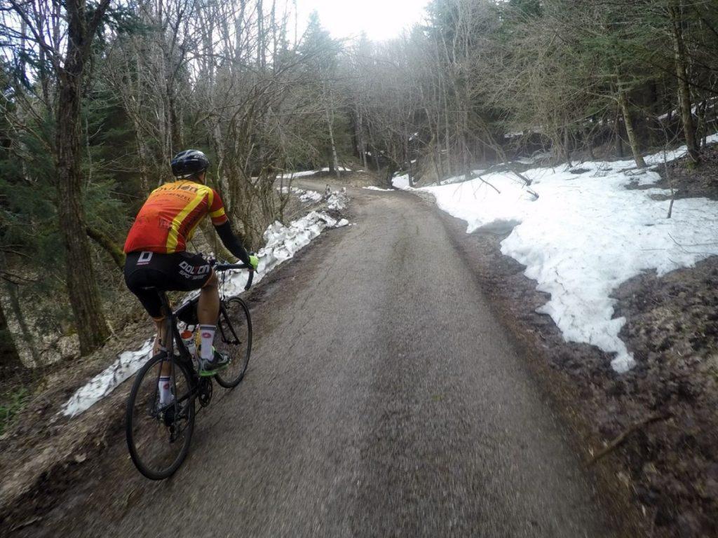 Schnee Radfahren Carpegna Park Italien