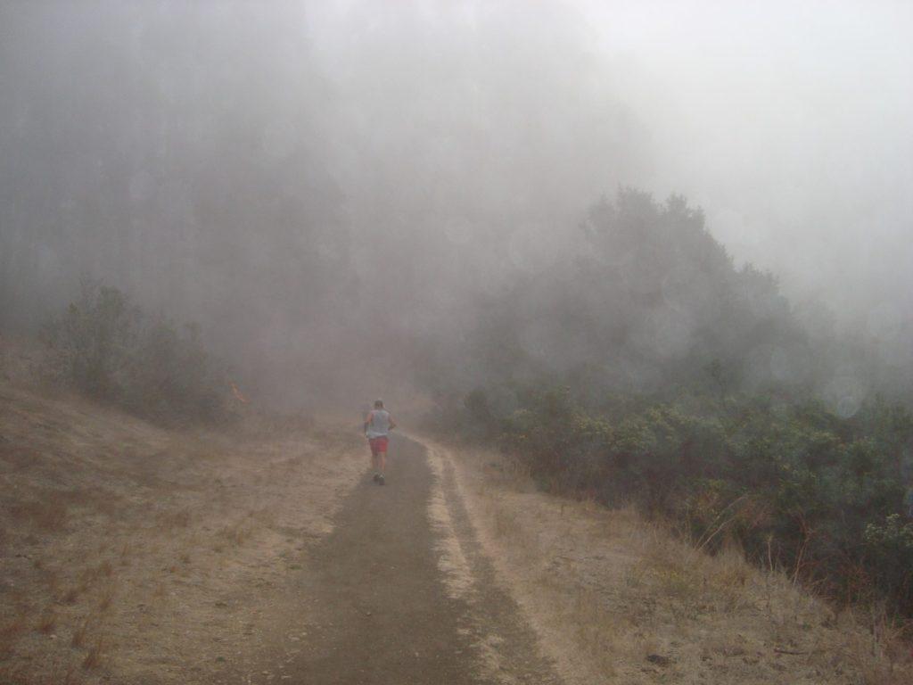 Nebel Start Golden Hills Trail Marathon Kalifornien