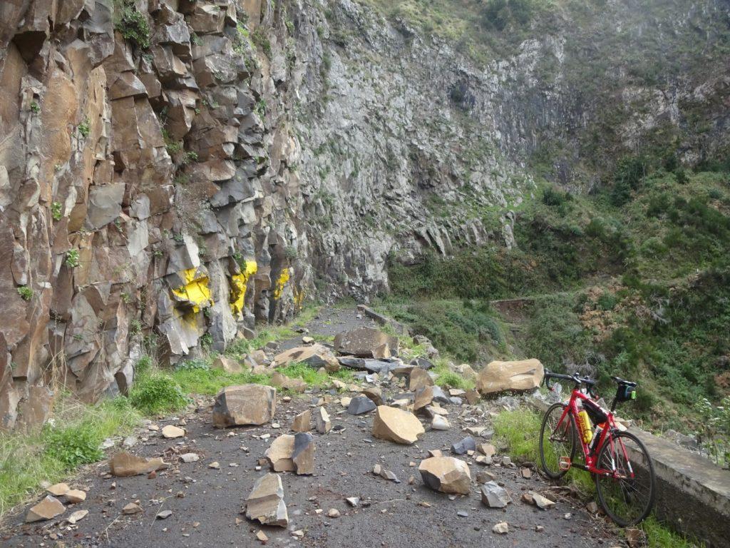 Steinschlag Straße Berge Madeira