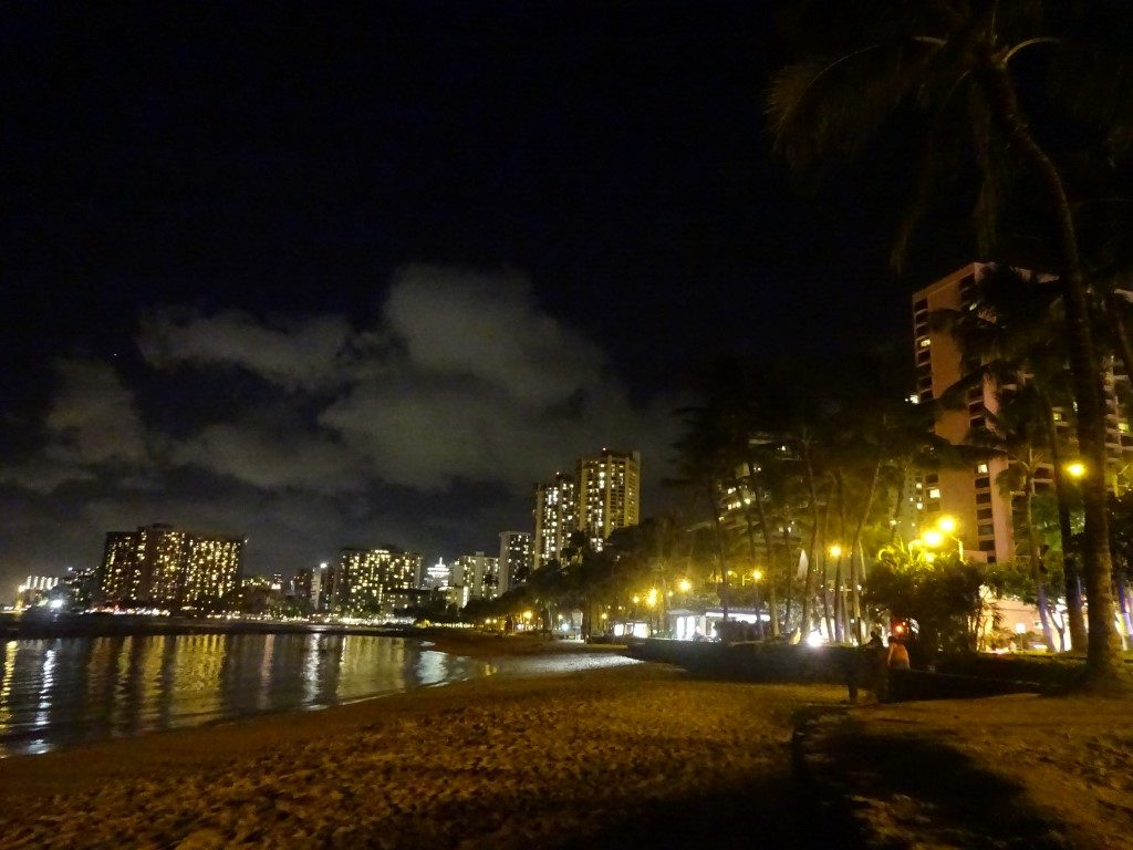 Waikiki Beach Strand Nacht Skyline Honolulu Oahu Hawaii