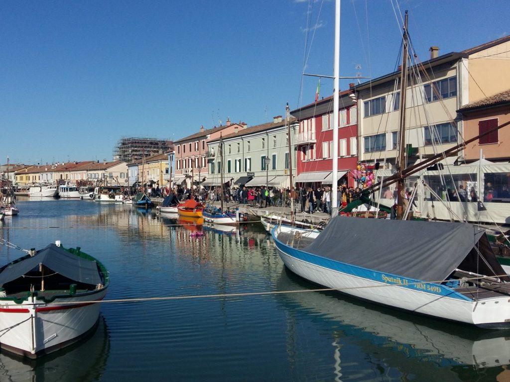 Kanal Touristen Andrang Ostern Cesenatico Italien