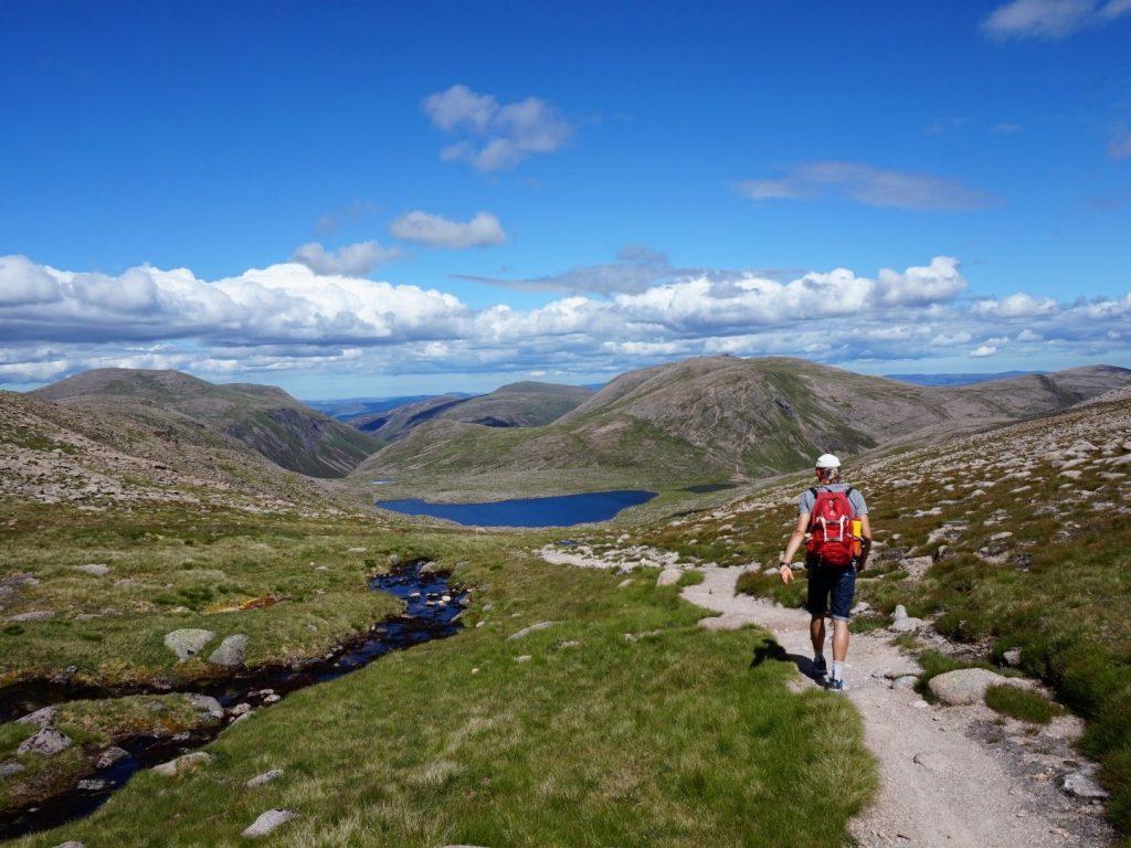 Berge Loch Etchachan Cairngorms Nationalpark Highlands Schottland