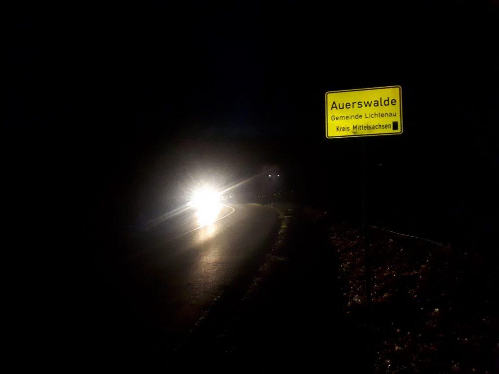 Ortseingang Auerswalde Nacht