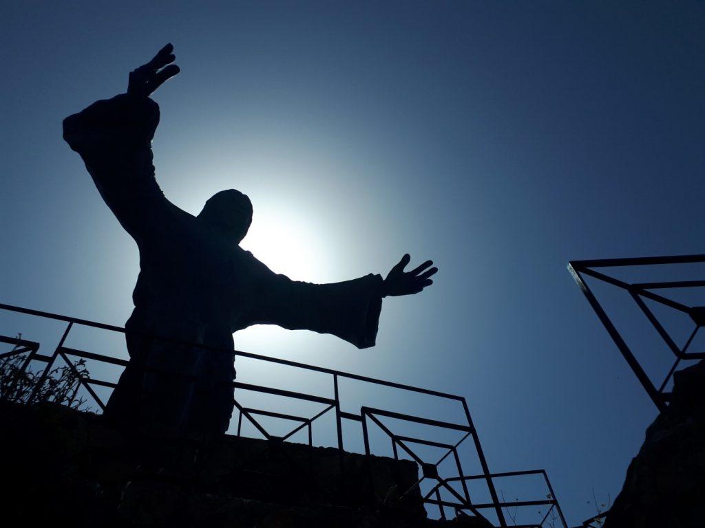 Statue Berg Cesario Sizilien Italien
