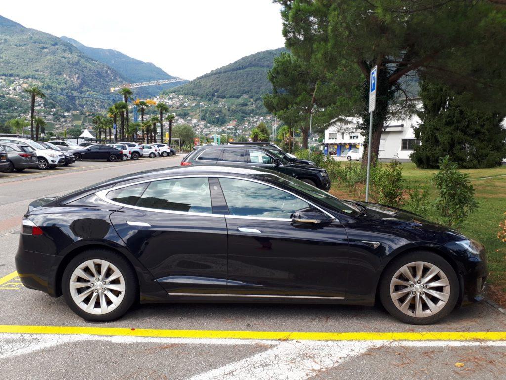 Tesla Auto Tessin Schweiz