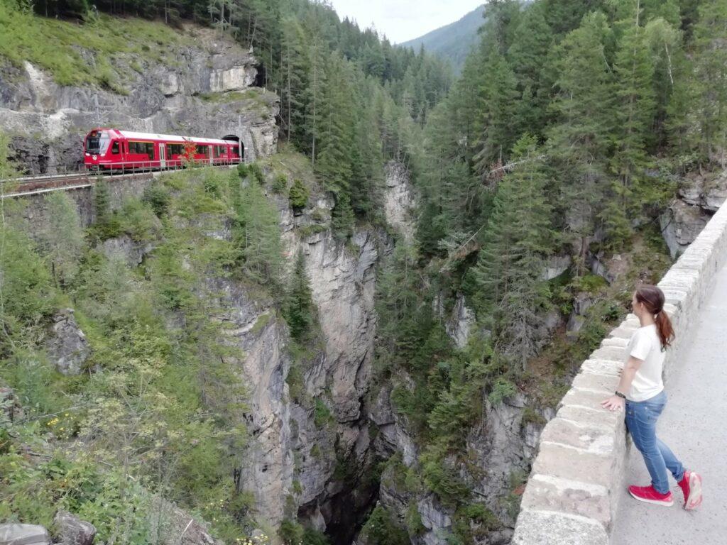 Landwasser Brücke Zug Davos Wiesen Schweiz